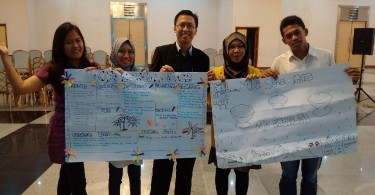 Berfoto bersama peserta workshop business plan canvas
